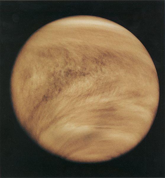 Vénus et la structure cyclonique typique en V de son atmosphère.